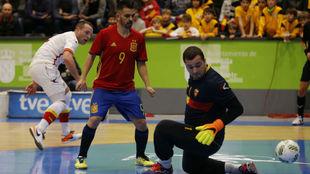 Álex, durante un partido de la selección española ante Montenegro.