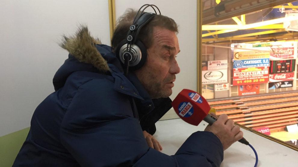 El técnico de Montakit Fuenlabrada durante su entrevista en Radio...