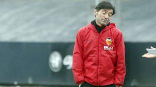 Marcelino, en un entrenamiento con el Valencia.