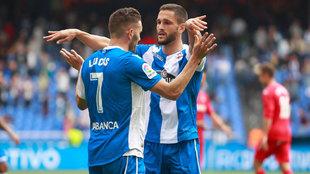 Andone celebra un gol con Lucas