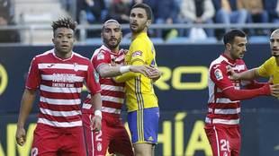 Chico Flores 'abraza' a Kecojevic que acabó marcando el...