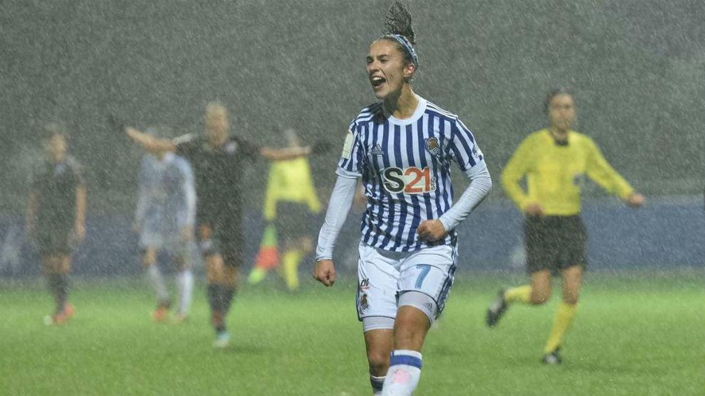 Nahikari García celebrando uno de los ocho goles que anotó en la...