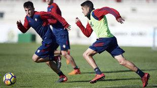 Mateo Garcia en el entrenamiento de Osasuna en las instalaciones de...