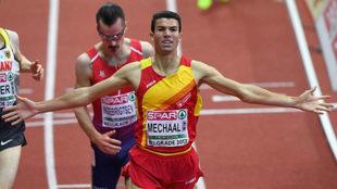 Adel Mechaal gana los 3.000 metros en el Europeo de Belgrado del año...