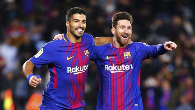 Messi y Suárez festejan un gol.