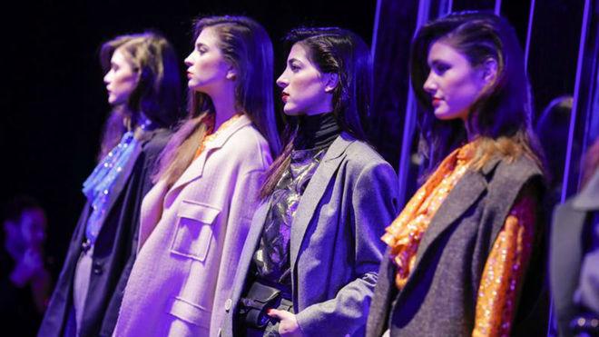 Varias modelos exhiben creaciones de la marca española Pedro del...