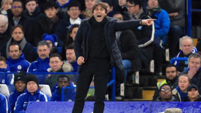 Conte da instrucciones en un partido reciente del Chelsea.