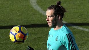 Bale, durante el entrenamiento de este viernes en Valdebebas
