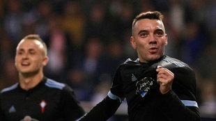 El delantero del Celta de Vigo Iago Aspas celebra tras marcar  gol