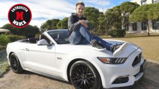 Ivan Rakitic posa para MARCA.com sobre un Ford Mustang.