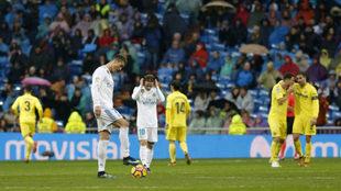 Cristiano y Modric, tras el gol de Fornals.