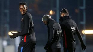 Mina en su primer entrenamiento con el Barcelona
