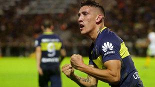 Ricardo Centurión celebrando uno de sus goles durante su etapa en el...