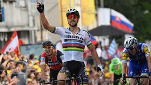 Peter Sagan celebra una victoria en el Tour de Francia de 2017.