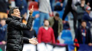 Muñiz, durante una fase del partido que ha enfrentado a Levante y...