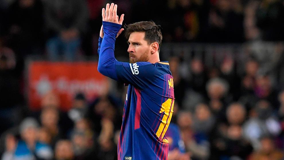 Messi aplaude al público del Camp Nou