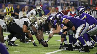 La línea de golpeo en un ataque de los Vikings en la semana 1 ante...