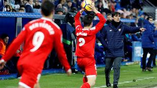 Montella dando instrucciones durante el partido.