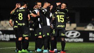 Los jugadores del Cartagena celebran uno de los goles ante El Ejido...