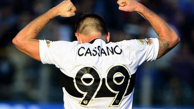 Cassano celebra un gol con la camiseta del Parma.