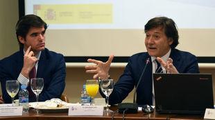 José Ramón Lete, junto al director general de Deportes, Jaime...