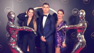 Cristiano con sus dos hermanas en su gala en diciembre