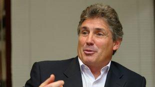 Carlos Santillana durante una entrevista