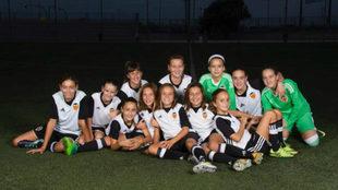 Las chicas del Valencia Alevín posan antes de comenzar la temporada.