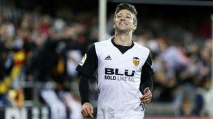 Vietto celebra un gol con el Valencia en Mestalla.