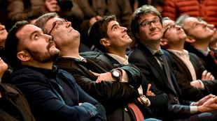 Mikel Landa y las autoridades presentes en la gala de presentación...