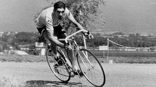 Eddy Merckx en una etapa del Tour de 1970, tres años después de su...