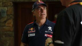 Sainz, antes de entrar a declarar ente los comisarios de la FIA.