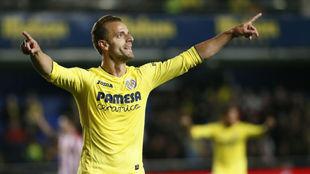Roberto Soldado, celebrando un gol con el Villarreal.