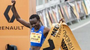 Joyciline Jepkosgei tras ganar en Valencia con récord del mundo.