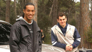 Ronaldinho e Iker en una camapaña de 2005