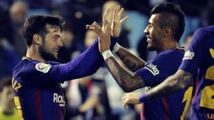 José Arnáiz celebra un gol con Paulinho en un partido de Copa del...