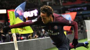 Neymar celebra uno de sus goles contra el Dijon.