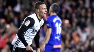 Rodrigo celebra su gol, el 2-1.