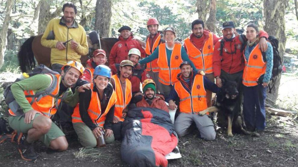 Imagen de los participantes en el rescate junto a Joaquín Santos