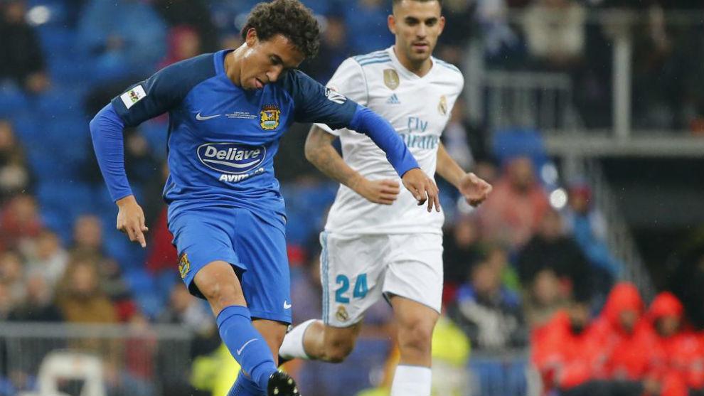Luis Milla, en la imagen ante Ceballos, destacó en Copa en el...