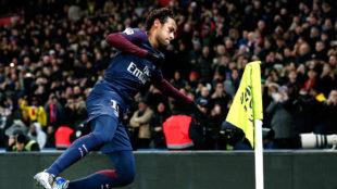 Neymar celebra uno de sus goles al Dijon.