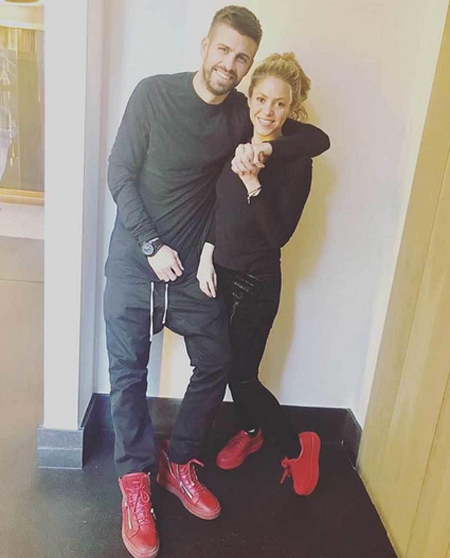"""Gerard Piqué y Shakira y su ya famoso posado """"Black&Red"""""""