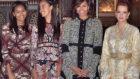 Michelle Obama, con sus hijas Sasha y Malia, posan con la princesa...