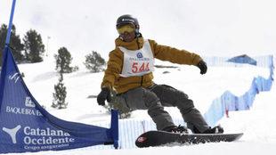 Vic González, en el Campeonato de España de snowboard adaptado