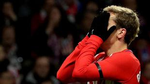 Griezmann se lamenta de un fallo ante el Sevilla