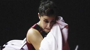 Carolina Marín se retira de la pista tras caer ante la número 1 del...