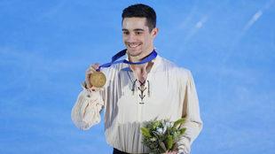 Javier Fernández posa con su sexto oro europeo consecutivo
