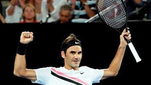 Roger Federer celebra su victoria ante Richard Gasquet en Australia