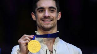 Javier Fernández muestra su sexto oro europeo.