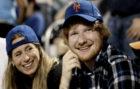 Ed Sheeran con su ahora prometida, Cherry Seaborn
